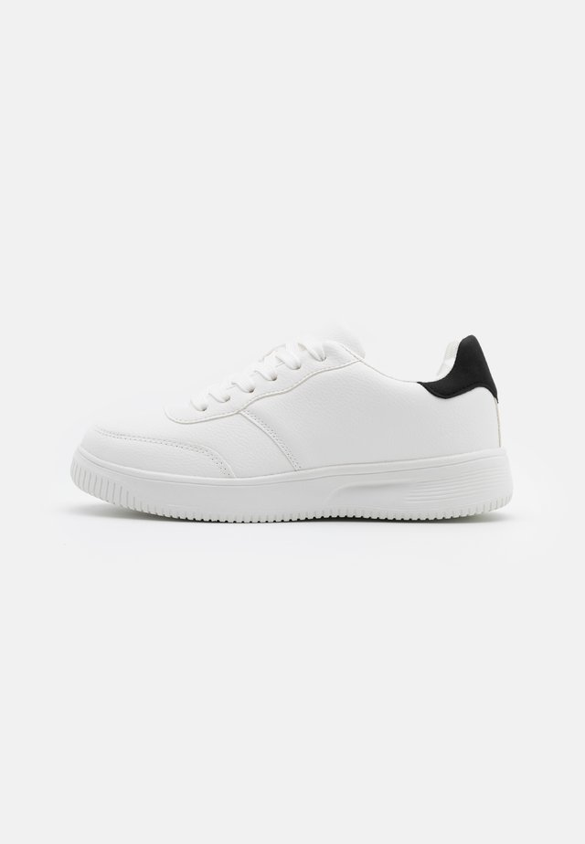 WIDE FIT ALICE - Sneakers basse - white/black