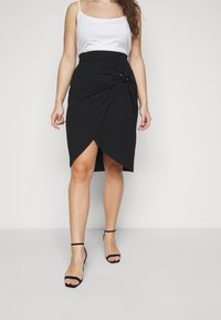 Simply Be - WRAP MIDI SKIRT WITH BUCKLE DETAIL - Pouzdrová sukně - black - 0