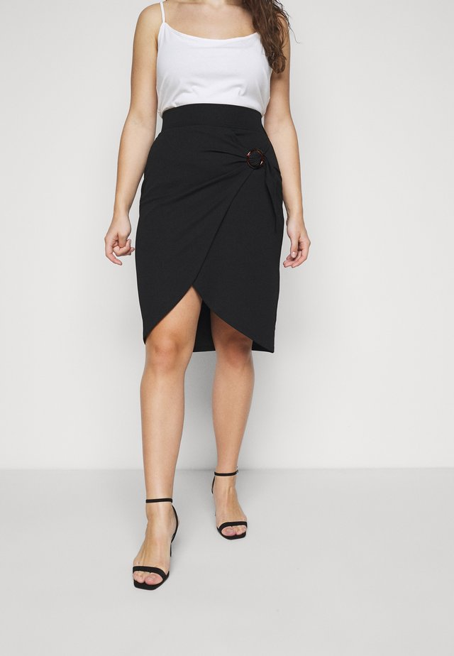 WRAP MIDI SKIRT WITH BUCKLE DETAIL - Kynähame - black