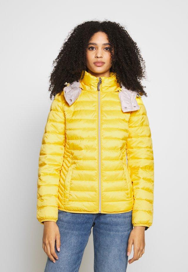 Välikausitakki - yellow