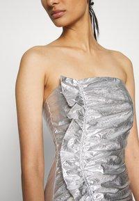 Third Form - DRIFTER FRILL STRAPLESS - Vestito elegante - silver - 5