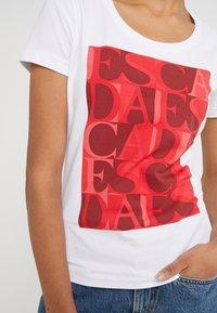 Escada Sport - ZALANDO X ESCADA SPORT  - T-shirt con stampa - red - 5