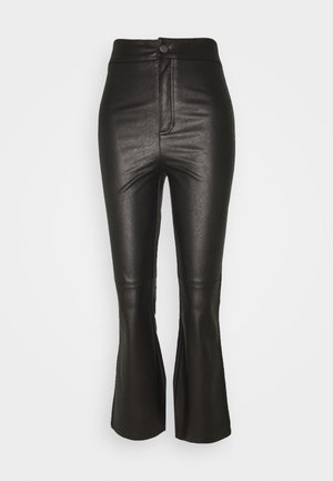 SASHA CROP VEGAN PANT - Broek - black