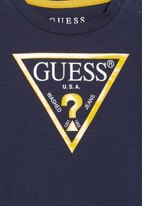 Guess - CORE BABY - T-shirt print - deck blue - 3