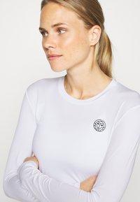 BIDI BADU - PIA TECH ROUNDNECK LONGSLEEVE - Sports shirt - white - 5