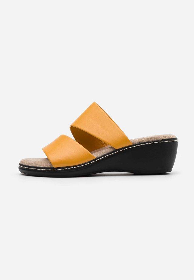 SLIDES - Sandaler - saffron