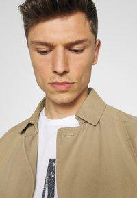 GAP - LOGO DISTRESS - Print T-shirt - white - 3