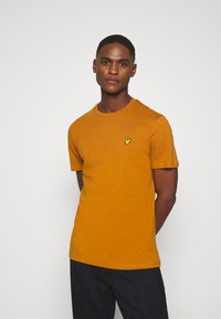 Lyle & Scott - Basic T-shirt - caramel - 0