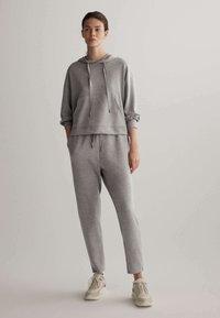 OYSHO - Pantalon de survêtement - light grey - 1