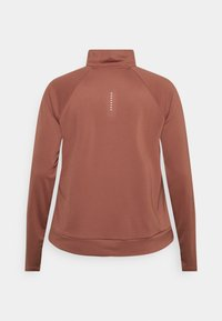 Nike Performance - RUN MIDLAYER PLUS - Sports shirt - canyon rust/black - 1