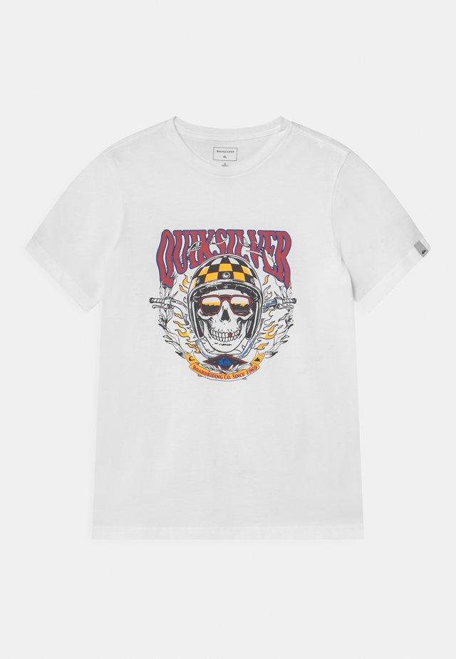 BIKER SKULL - Print T-shirt - white