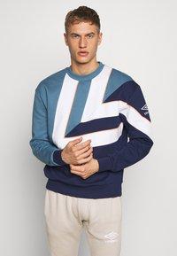 Umbro - Sweatshirt - stellar/medieval blue - 0