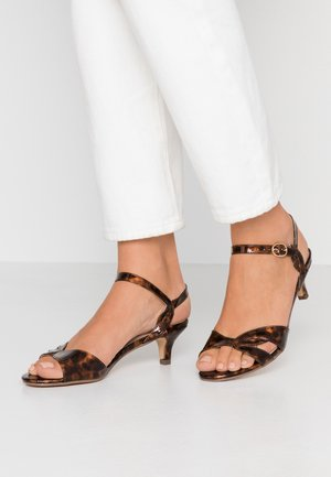 SUNRAY TWIST LOW HEEL - Sandalias - brown