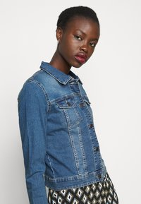 Noisy May Tall - NMDEBRA  - Jeansjakke - medium blue denim - 3
