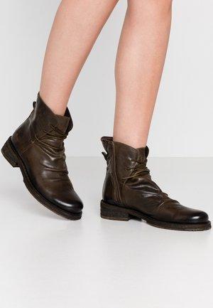 COOPER - Šněrovací kotníkové boty - uraco militar