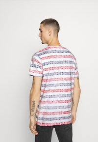 Brave Soul - REEF - T-shirt con stampa - white/rich navy/red - 2
