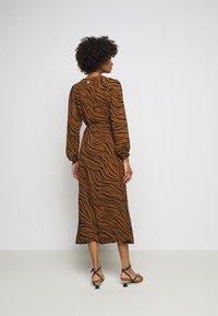 Faithfull the brand - FLORIAN WRAP DRESS - Denní šaty - kenya - 2