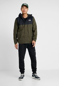 The North Face - QUEST ZIP IN JACKET - Kurtka hardshell - new taupe green/black - 1
