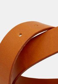 Esprit - MIT VINTAGE-SCHNALLE, AUS LEDER - Belt - rust brown - 2