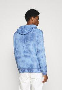GAP - MINI LOGO - Hoodie - blue tie dye - 2