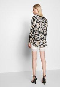 Vila - VIOFFICIAL - Shorts - snow white - 2
