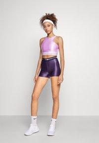 Nike Performance - TANK - Débardeur - violet shock/white - 6