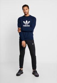 adidas Originals - TREFOIL CREW UNISEX - Sweatshirt - collegiate navy - 1