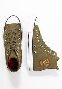 Converse - CHUCK TAYLOR ALL STAR RETROGRADE - High-top trainers - surplus olive/habanero red - 3