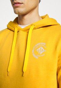 TOM TAILOR DENIM - Hoodie - star shine yellow - 3