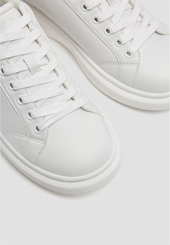 PULL&BEAR WEISSE SNEAKER MIT DICKER LAUFSOHLE 15220011 Sneaker low white/weiß