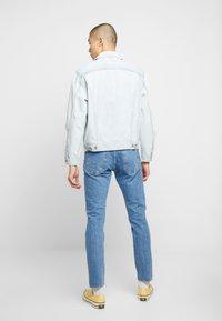 Levi's® - VINTAGE FIT TRUCKER UNISEX - Veste en jean - light-blue denim - 2