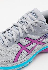 ASICS - GT 2000 9 - Zapatillas de running estables - piedmont grey/digital grape - 5
