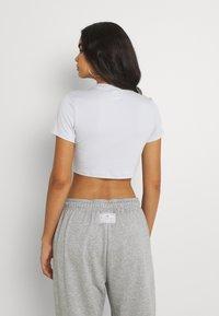 Nike Sportswear - AIR CROP - Print T-shirt - pure platinum - 2