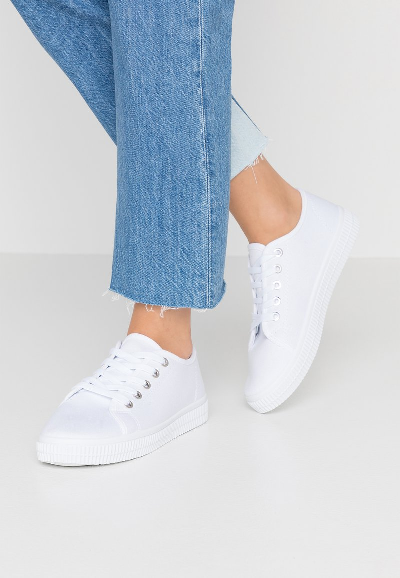 Rubi Shoes by Cotton On - CHELSEA CREEPER PLIMSOLL - Tenisky - white