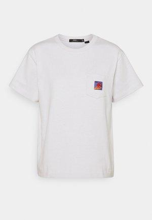 APPLE POCKET TEE - Print T-shirt - iris