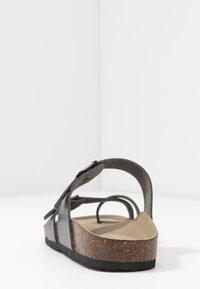 Madden Girl - BRYCEEE - Sandály s odděleným palcem - black paris - 5