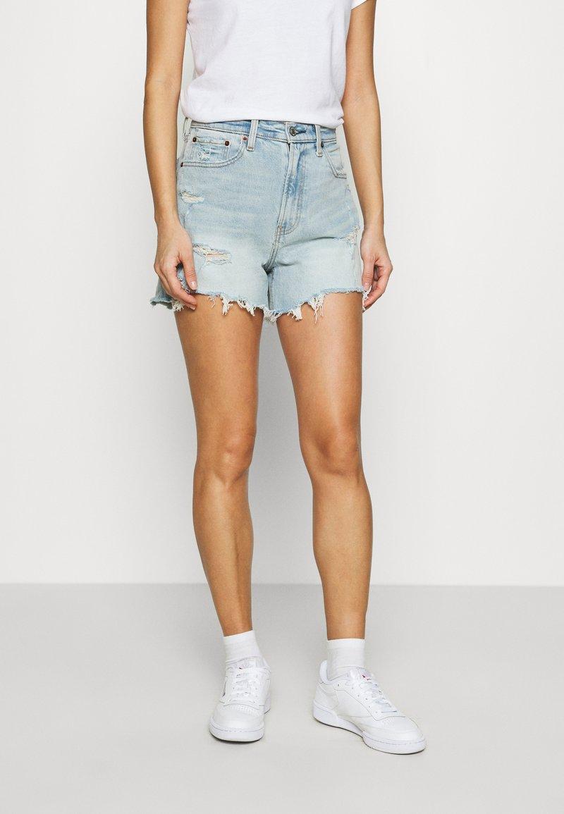 Abercrombie & Fitch - CURVE LOVE HIGH RISE MOM - Denim shorts - dark