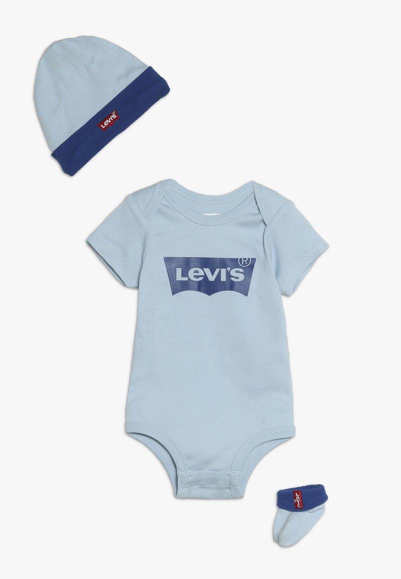 Levi's® - CLASSIC BATWING INFANT BABY SET - Dárky pro nejmenší - dream blue