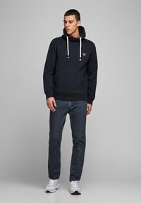 Jack & Jones PREMIUM - JPRBLUTOM HIGH NECK HOOD  - Sweat à capuche - navy blazer - 1