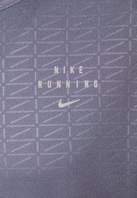Nike Performance - Nike Run Division - Print T-shirt - world indigo - 5
