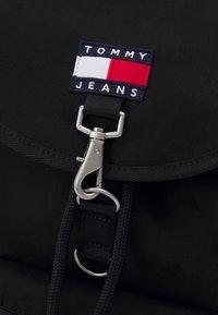Tommy Jeans - HERITAGE FLAP BACKPACK UNISEX - Rucksack - black - 3