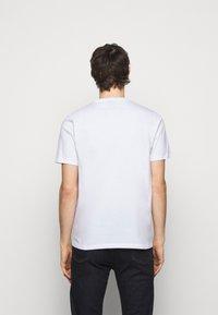PS Paul Smith - MENS REGULAR FIT LIGHTNING - Print T-shirt - white - 2