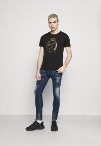 Brave Soul - Print T-shirt - jet black/gold - 1