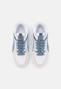 Puma - CALI SPORT FROSTED HIKE - Baskets basses - white/china blue/vaporous gray - 3