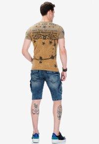 Cipo & Baxx - Print T-shirt - mustard - 2