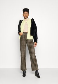 Topshop - DOG RUNWAY - Džíny Relaxed Fit - brown - 1