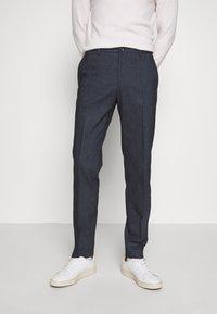Tommy Hilfiger Tailored - HERRINGBONE SLIM FIT PANTS - Pantaloni - black - 0