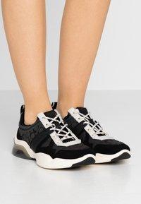 Coach - CITYSOLE RUNNER - Trainers - black/chalk - 0