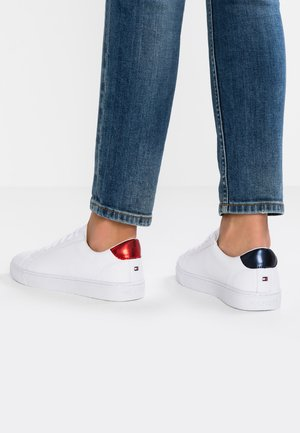 ESSENTIAL - Sneakers laag - red