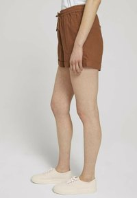 TOM TAILOR DENIM - Shorts - amber brown - 5